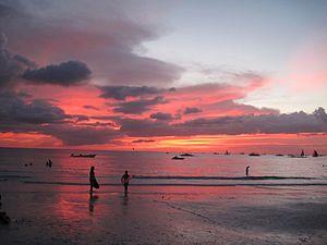 English: Boracay sunset on a cloudy day.