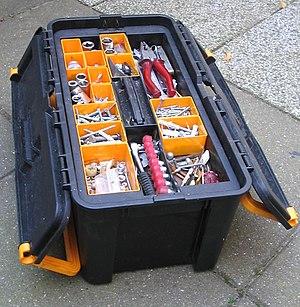 English: a toolbox Deutsch: Eine Werkzeugkiste