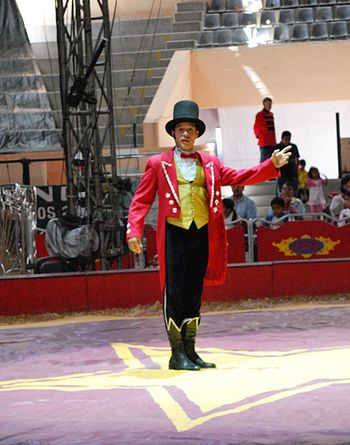English: Ringmaster of the Circus Atayde at th...