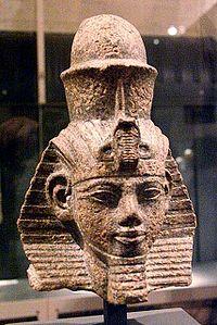 Busto de Amenhotep III en el museo egipcio de Berlin