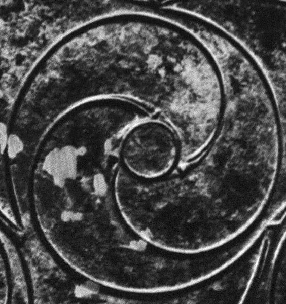 File:Celtic Bronze Disc, Longban Island, Derry (Detail 01).jpg