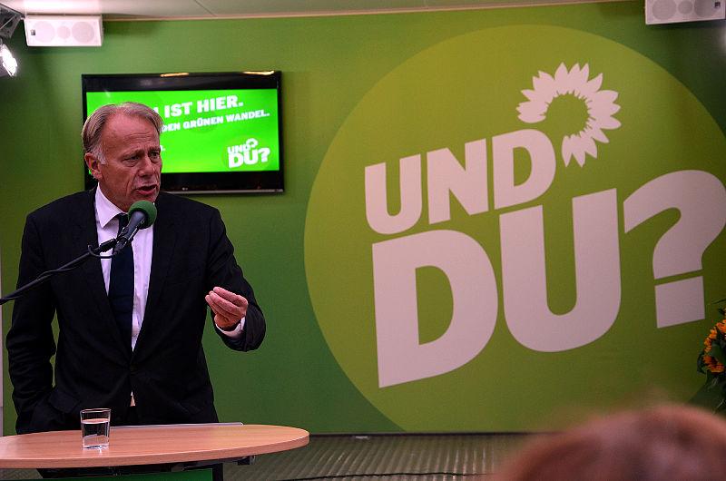 File:Jürgen ist hier ... und Du, Jürgen Trittin in Hannover am Kröpcke bei seiner Rede zur Energiewende der Regierung unter Angela Merkel.jpg