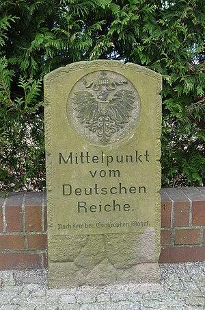 Deutsch: Mittelpunktstein in Spremberg/Niederl...