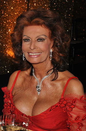English: Joan Collins and Sophia Loren, 2009.