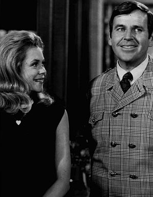 Publicity photo of Elizabeth Montgomery and Pa...