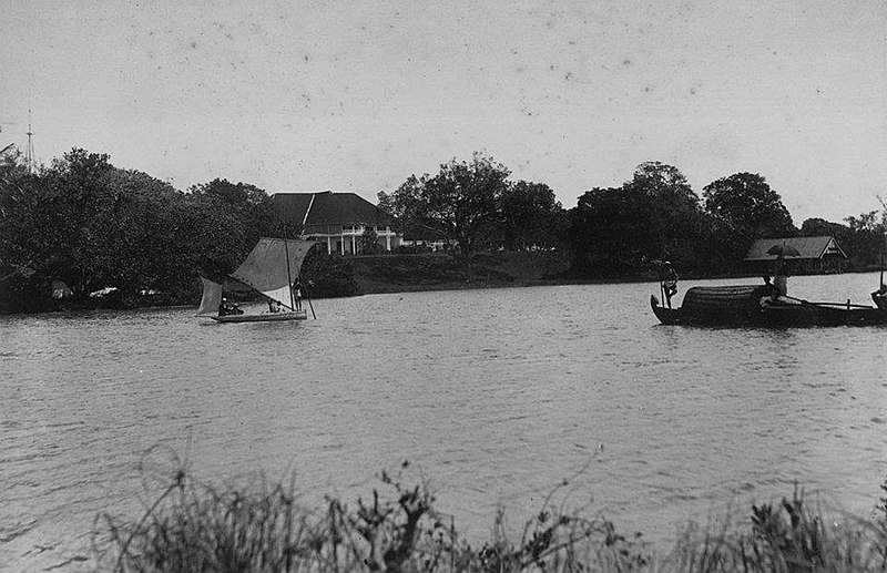 File:ബ്രിട്ടീഷ് റസിഡൻസിയും ഗസ്റ്റ് ഹൗസും. ആശ്രാമം, കൊല്ലം. (1900).jpg