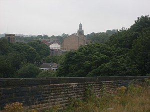 English: Cleckheaton Town Hall from viaduct. A...
