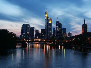 Sunset over Frankfurt (Main); photographers po...