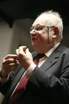 Benoît Mandelbrot speaking in 2007, image from Wikimedia