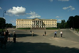 English: The Royal Palace in Oslo in summer 2003