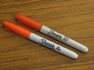 English: A Sharpie® marker next to a Shoupie m...