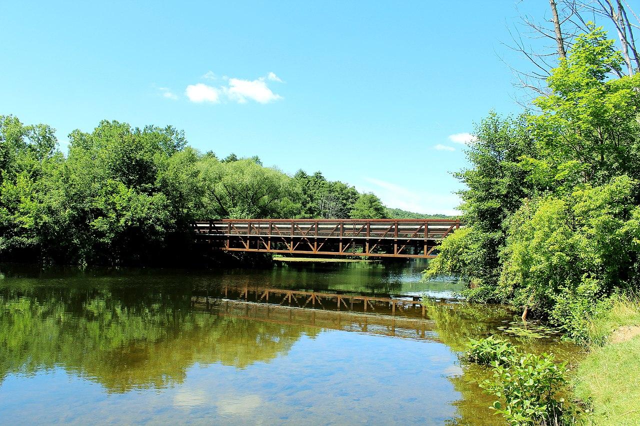 File Bridge Over The Huron River Bandemer Park Ann Arbor Michigan Jpg Wikimedia Commons