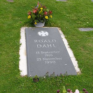 English: The gravestone of author Roald Dahl i...