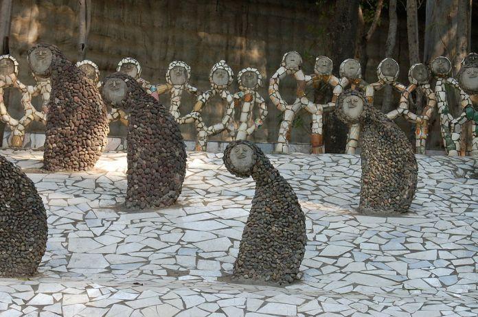 Rock Garden, Chandigarh-statues.jpg