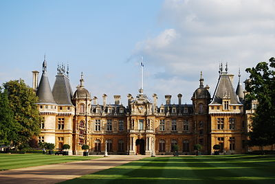 https://i1.wp.com/upload.wikimedia.org/wikipedia/commons/thumb/9/97/WaddesdonManor.JPG/400px-WaddesdonManor.JPG