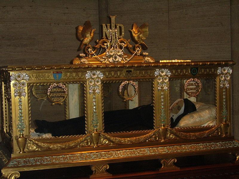 Plik:Bernadette Soubirous-sarcophagus.jpg