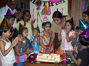English: A child's birthday celebration