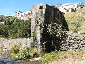 Español: Este era un canal de riego que llevab...