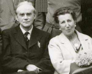 English: Paul Dirac with wife, July 1963 at Co...