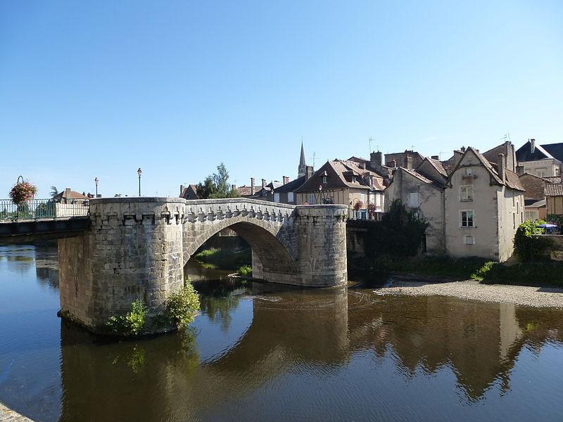File:Montmorillon pont.JPG