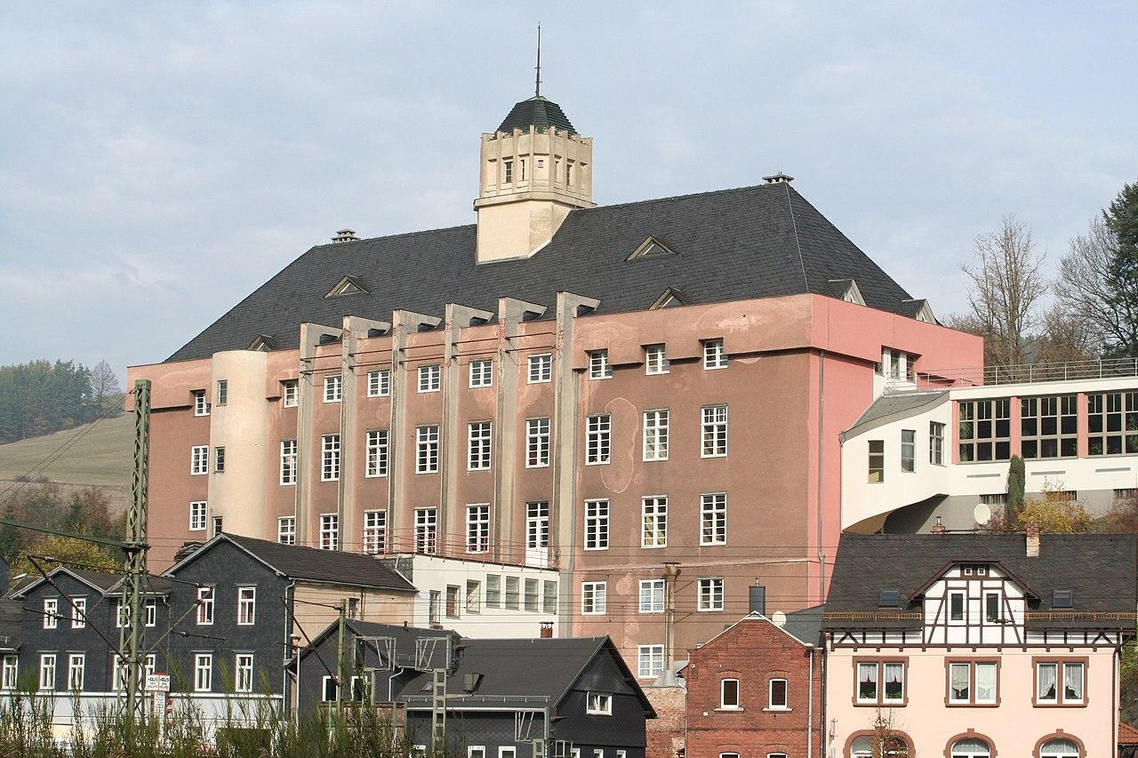 https://de.wikipedia.org/wiki/Probstzella#/media/File:Probstzella-Haus-des-Volkes.jpg