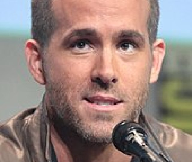 Reynolds At The  San Diego Comic Con To Promote Deadpool