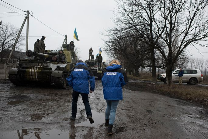 OSCE SMM monitoring the movement of heavy weaponry in eastern Ukraine (16730574682)