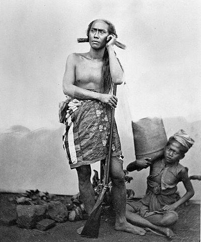 Gusti Ngurah Ketut Jelantik, raja Buleleng ke-14, dalam pakaian berburunya.