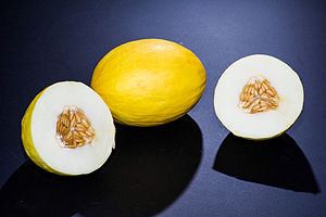 English: Canary melons cut and whole.