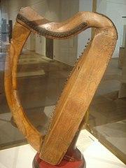 https://i1.wp.com/upload.wikimedia.org/wikipedia/commons/thumb/9/9a/Celtic_harp_dsc05425.jpg/180px-Celtic_harp_dsc05425.jpg