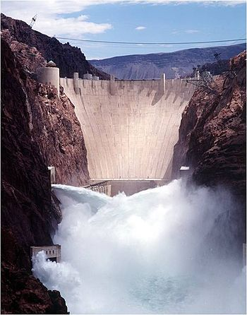English: View of Hoover Dam with jet-flow gate...
