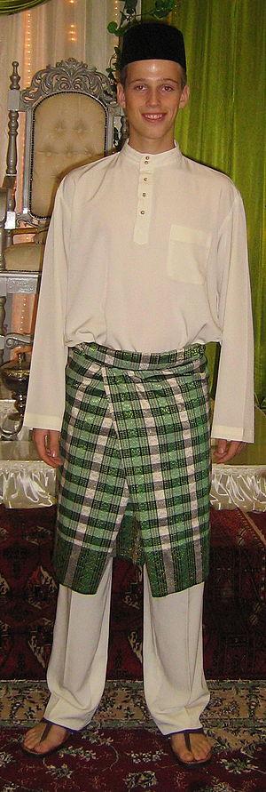baju melayu + samping + sonkok (picture of myself)