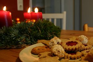 English: Christmas cookies and decoration.