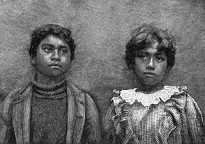 English: Native Hawaiian schoolchildren around...
