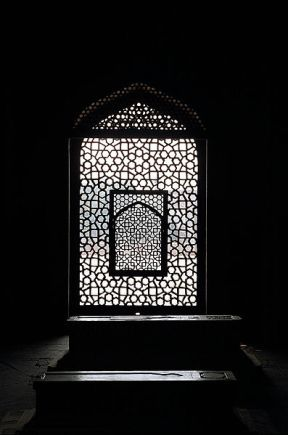 File:Jaali or marble lattice screen showing a mihrab, from inside Humayun's tomb, Delhi.jpg