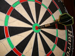 English: Bullseye on a standard Harrows Bristl...