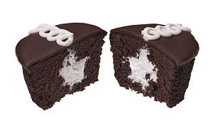 English: A Hostess CupCake that has been split...