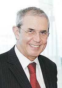 {{pt|O presidente da Junta da Galiza Emilio Pé...