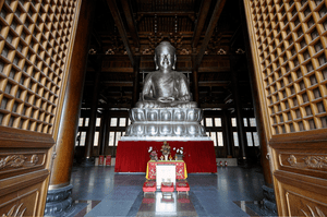English: Silver buddha inside Jing'an Temple, ...