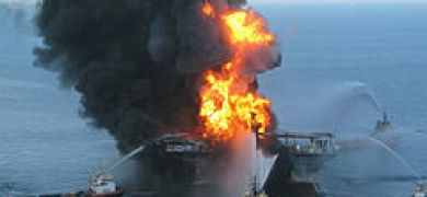 Deepwater Horizon offshore drilling unit on fire 2010.jpg
