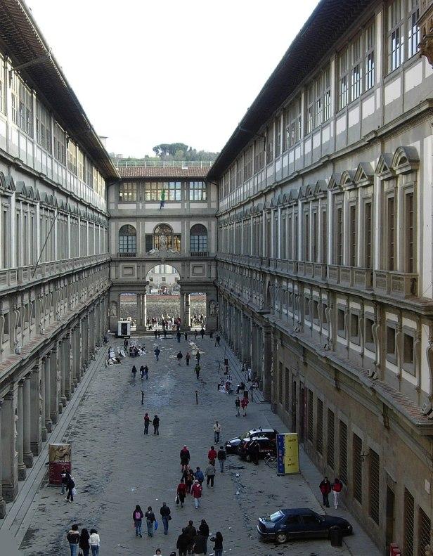 Galleria degli Uffizi court crop