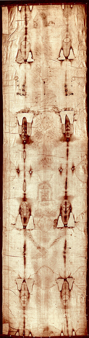 English: Full-length photograph of the Shroud ...