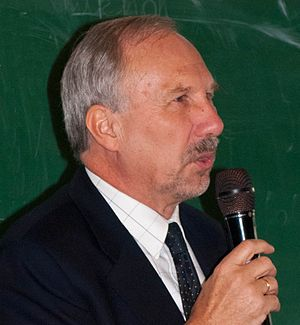 Deutsch: Ewald Nowotny bei einem Vortrag an de...