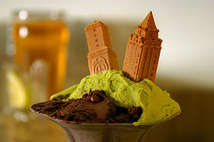 Gelato Italiano, with two tower-shaped biscuits.