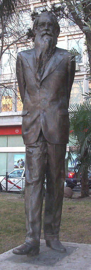 English: Statue dedicated to Ramón del Valle-I...