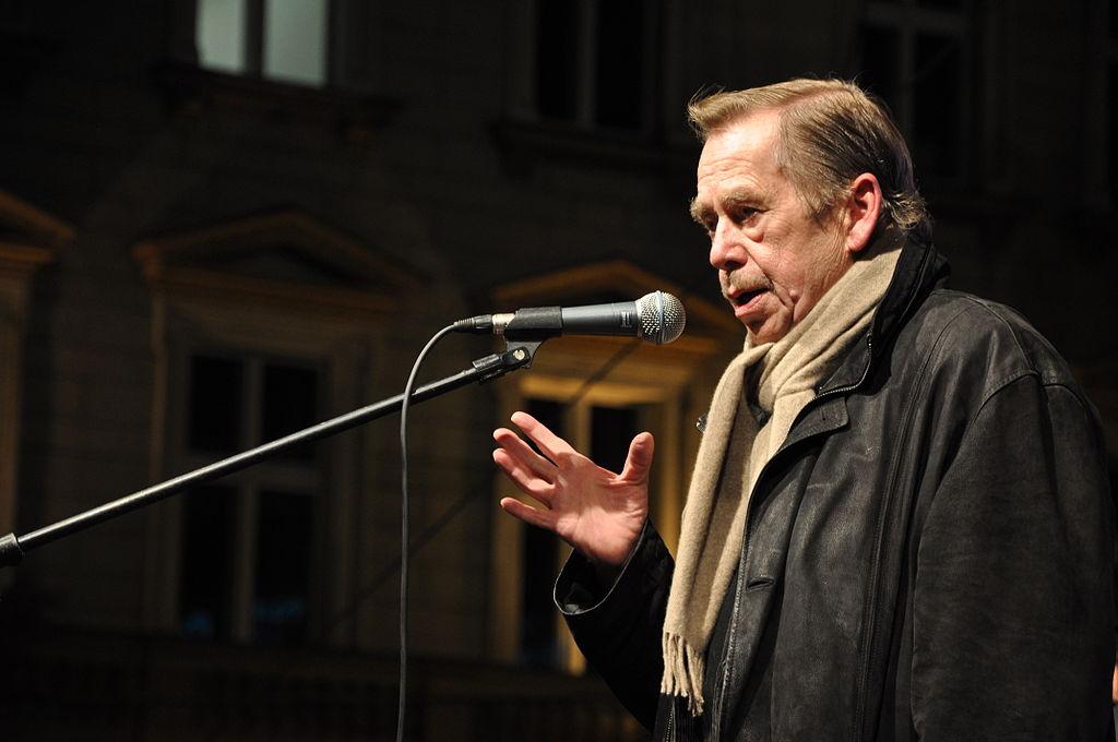 Václav Havel na Václavském náměstí 17. listopadu 2009c.jpg