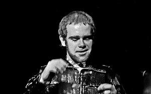 Deutsch: Elton John in der Musikhalle Hamburg,...