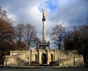 Deutsch: Der Friedensengel in München wurde er...