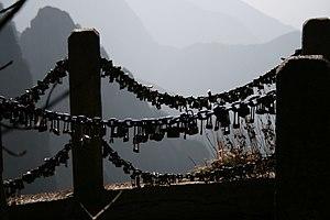 English: Photo of railings and scenery of Moun...