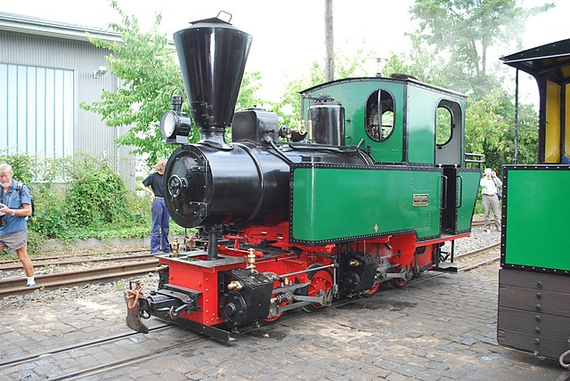Small steam locomotive, viewed from front, showing its working mechanism.